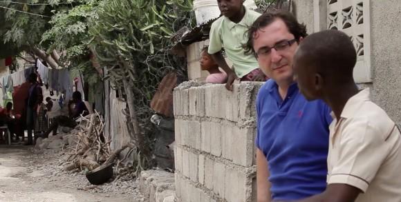Juan Muga durante su visita a Haití