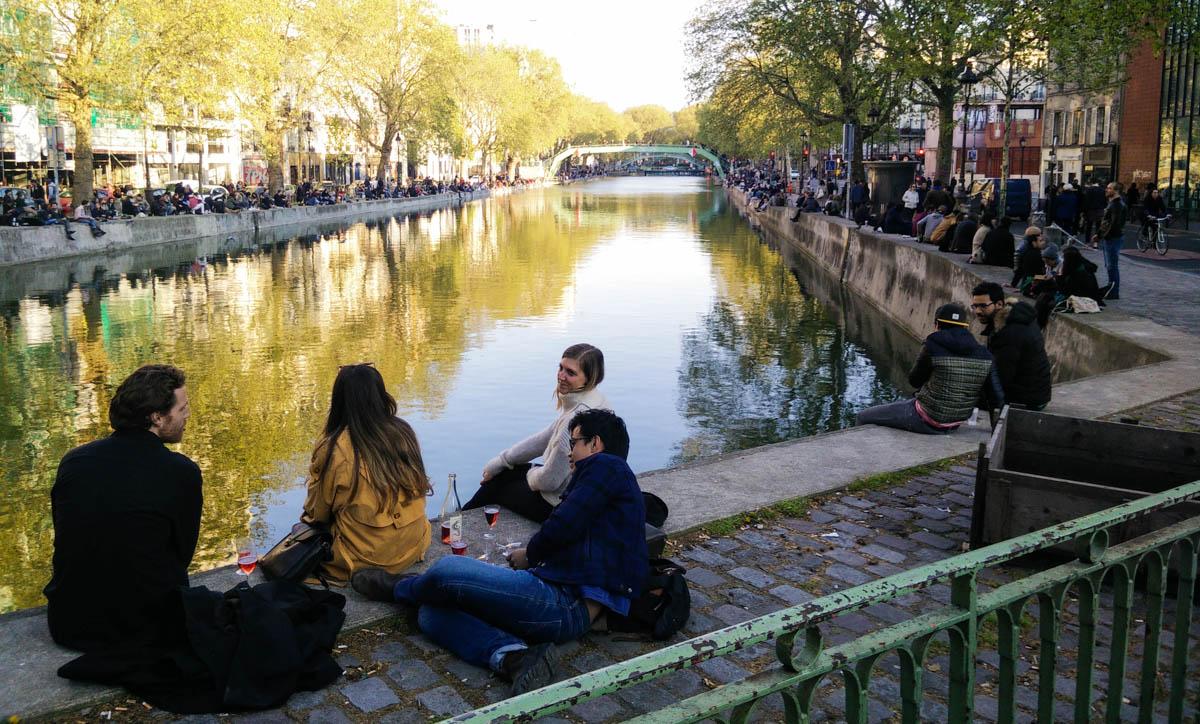 Un domingo por la tarde en el Canal Saint-Martin.